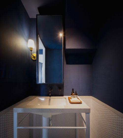 新加坡现代公寓黑色卫生间装修效果图