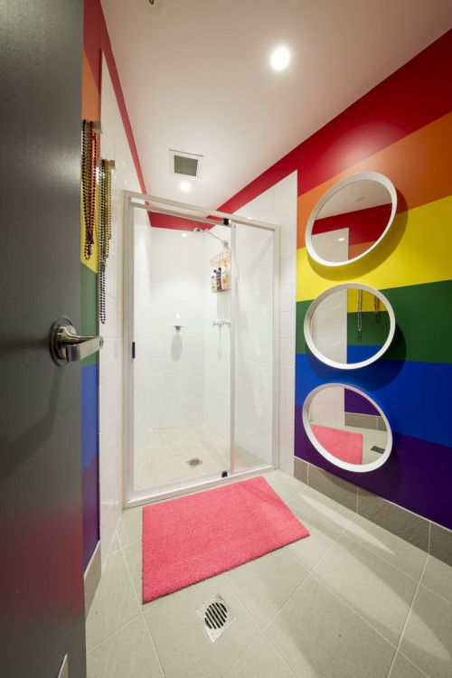 时尚现代风格卫生间彩色背景墙装修图片