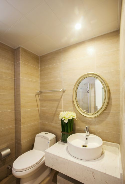 现代简约二居室卫生间浴缸装修效果图