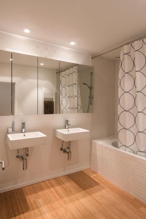 简洁纯净现代风格卫生间装修实景图
