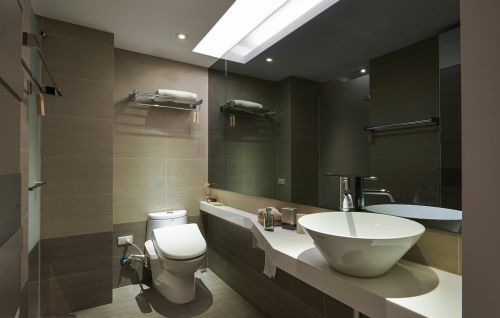 现代简约三居室卫生间瓷砖装修图片