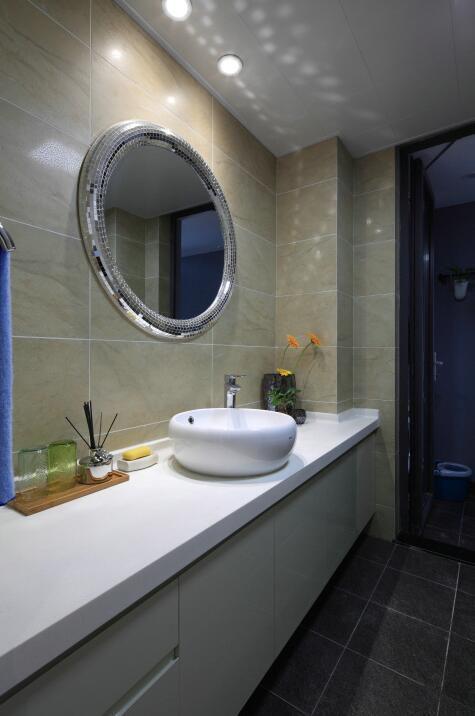 现代简约四居室卫生间吊顶装修效果图大全