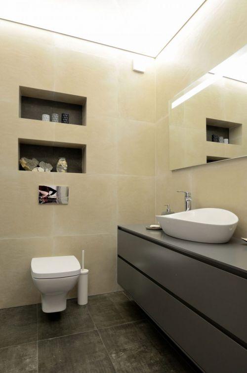 现代风格明净大气卫生间装修设计图