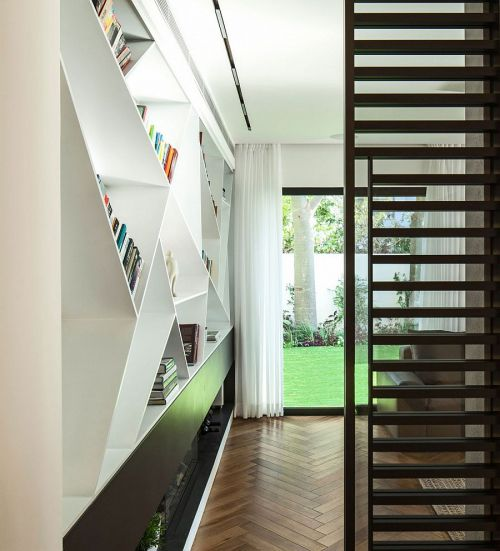 现代风格黑色入门玄关楼梯装修效果图