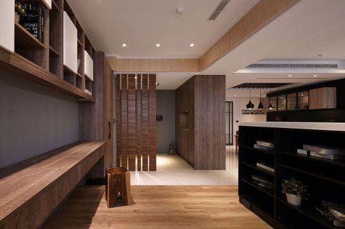 现代风三居室咖色木质隔断入户玄关装修效果图