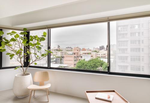 现代简约三居室阳台装修效果图大全