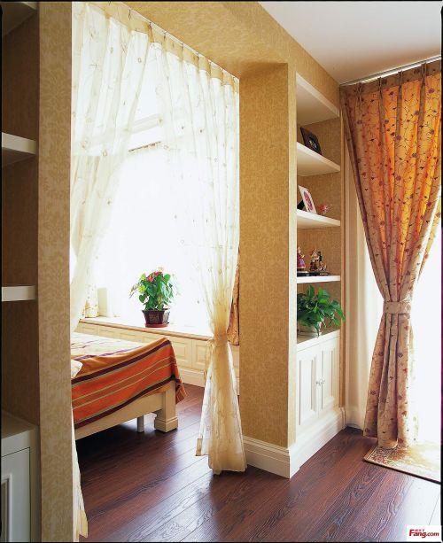 现代简约三居室阳台装修图片
