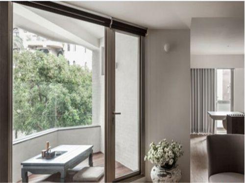 现代简约二居室阳台推拉门装修效果图欣赏
