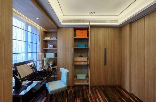 现代简约风格原木色带窗衣帽间装修效果图