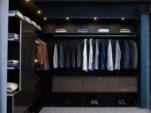 现代风格黑色开放式衣帽间装修效果图设计