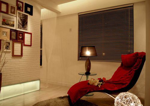 现代简约三居室衣帽间装修图片欣赏