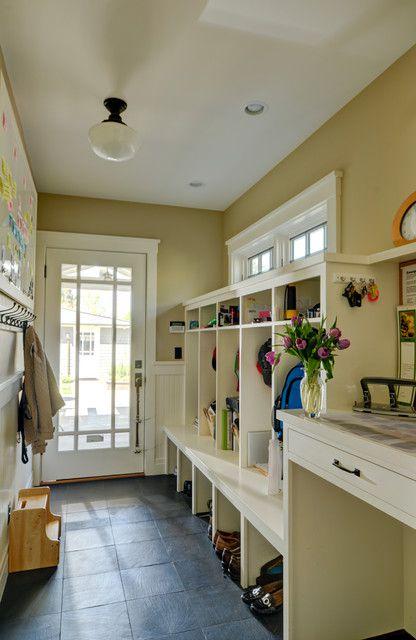 现代简约风格四居室衣帽间衣柜设计