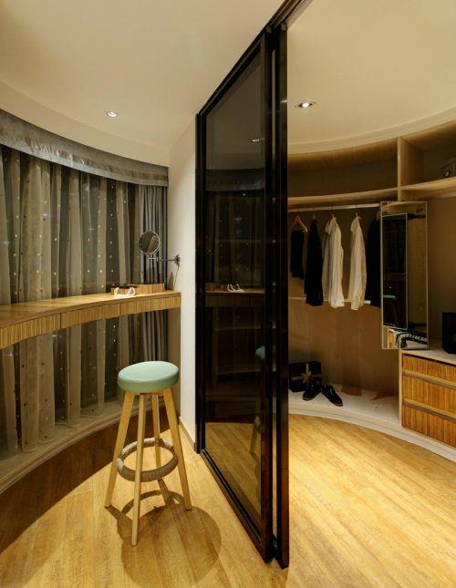 现代简约三居室衣帽间沙发装修效果图欣赏