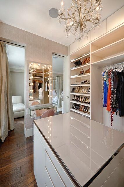 现代风格别墅衣帽间衣柜装修设计