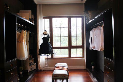 现代美式风格别墅衣帽间装修图片