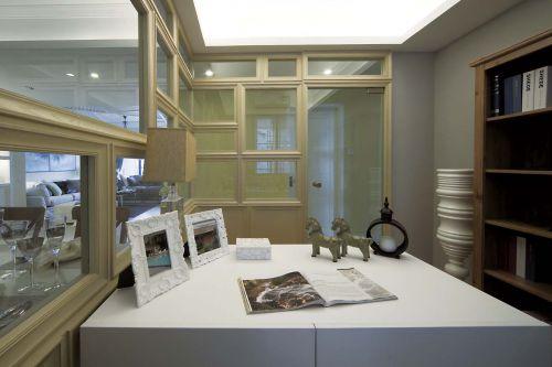 现代简约四居室书房书柜装修效果图
