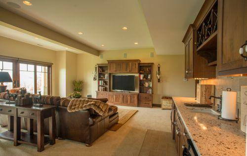 原木色质感美式风格客厅设计案例