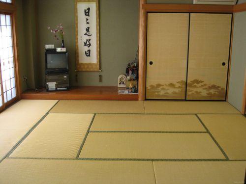 日式风格客厅榻榻米装修图片