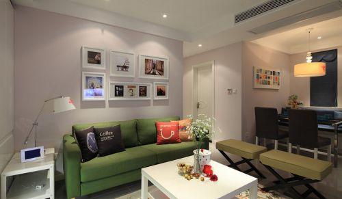 多彩混搭客厅照片墙赏析