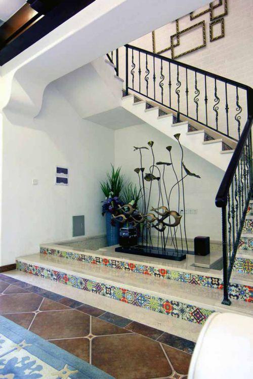 活泼多彩地中海楼梯装修效果图