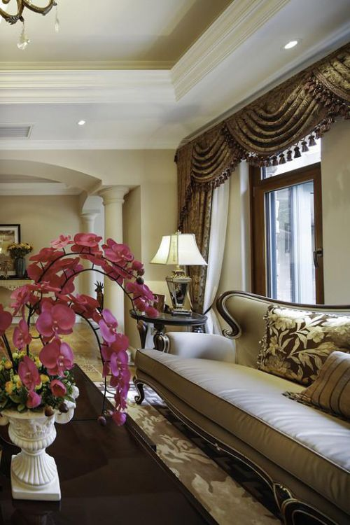 优雅低奢欧式风格黄色客厅装修图