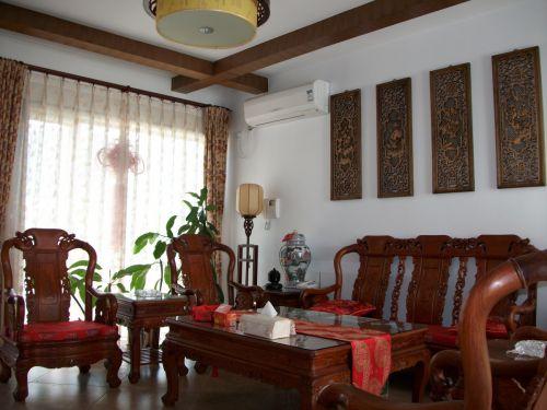 中式原木色客厅设计图片