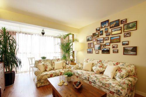 田园碎花黄色客厅照片墙装饰设计图片