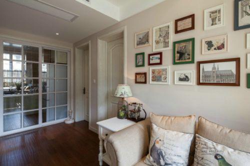 米色田园风格客厅照片墙效果图赏析