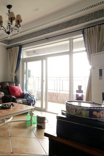 簡約設計客廳窗簾圖