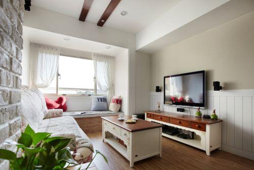 白色简约客厅带飘窗装饰图