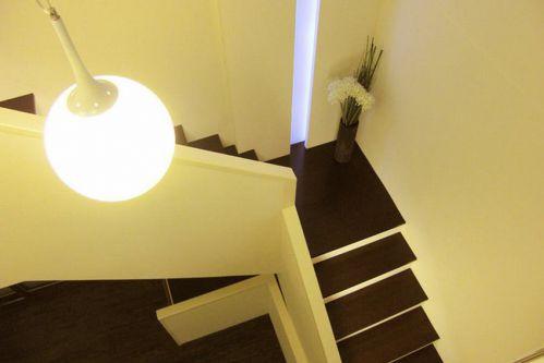 简约风格黄色客厅楼梯装修图
