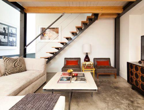 米色简约风格客厅带楼梯图片欣赏