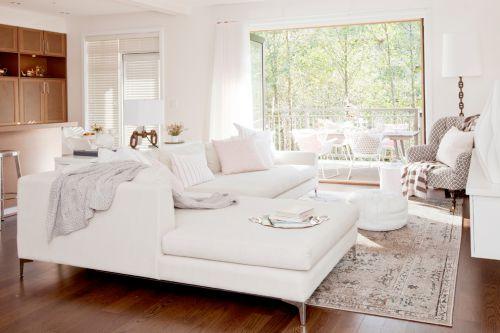 白色简约风格客厅飘窗装潢