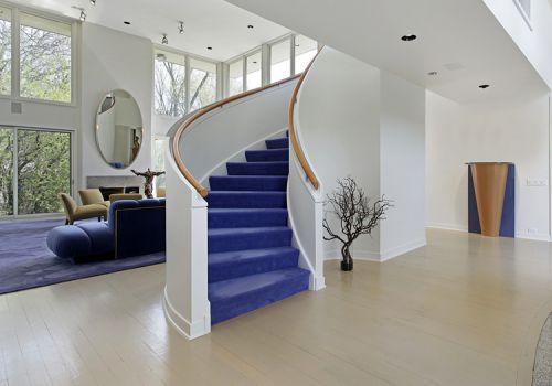 挑高现代客厅楼梯设计