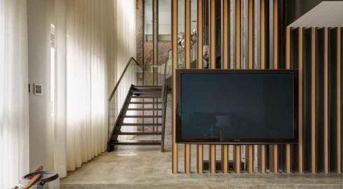 现代客厅背景墙隔断装饰图