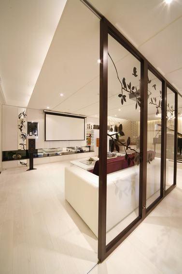 现代风格米色客厅隔断设计欣赏