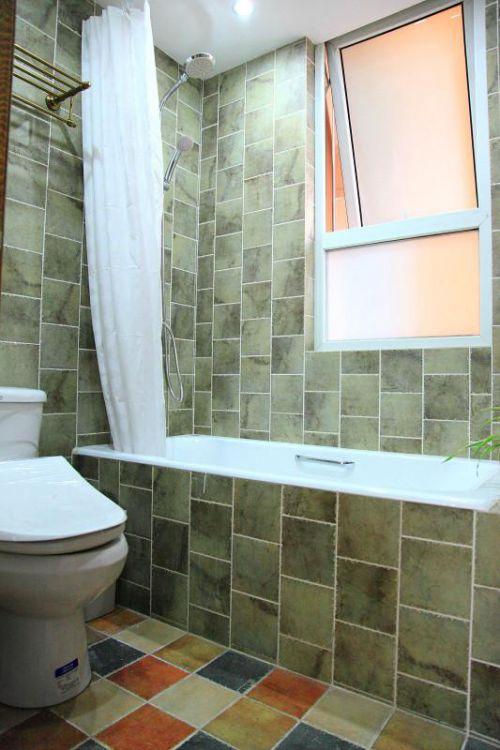 现代简约中式卫生间装修图