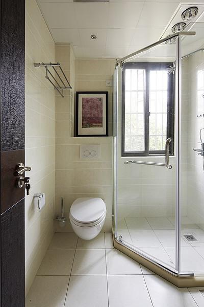 现代简约卫生间图片