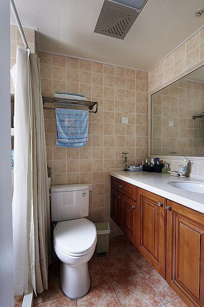 日式美式混搭卫生间装修图