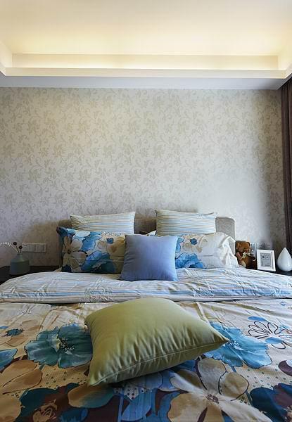 现代简约日式卧室装修图