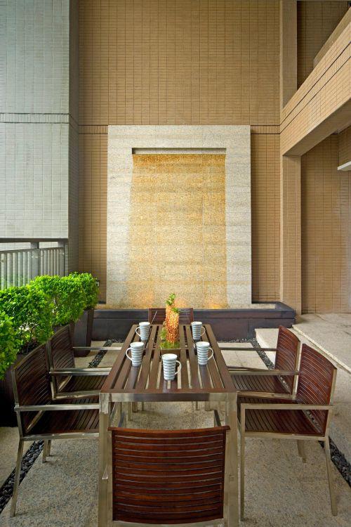 现代简约餐厅阳台外景设计案例