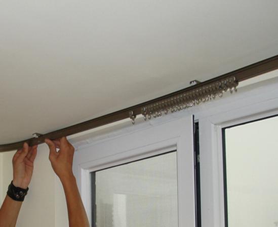 窗帘罗马杠安装方法_窗帘轨道如何安装?窗帘轨道安装方法_装修之家网