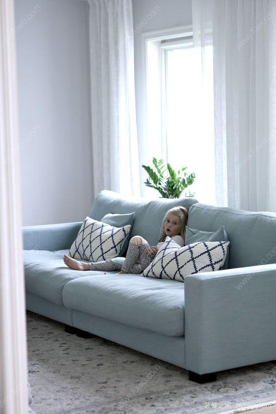 客厅沙发没有靠墙