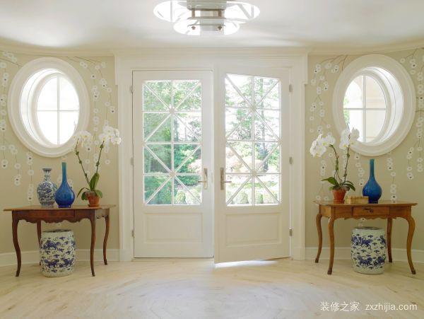 白色室内木门
