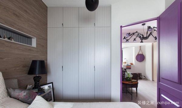 卧室里的衣柜