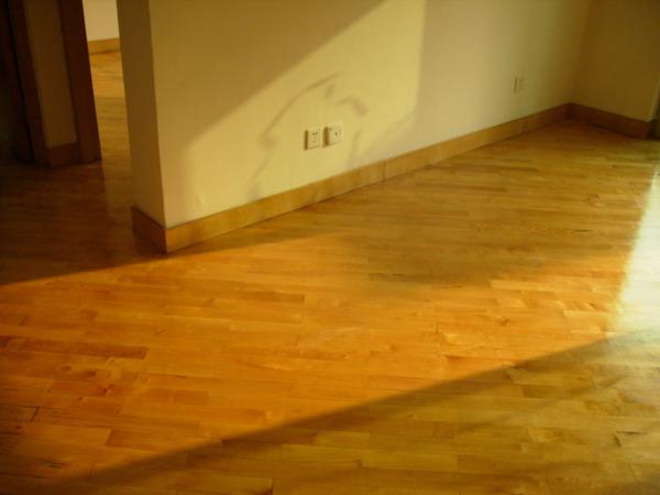 刷地板漆的四大方法要了解