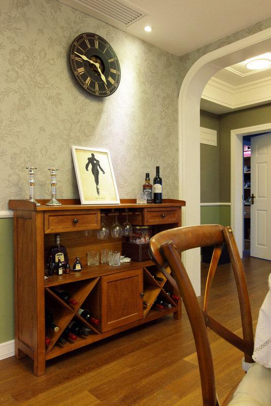 欧式酒柜装饰品的分类 家庭墙壁酒柜选购技巧