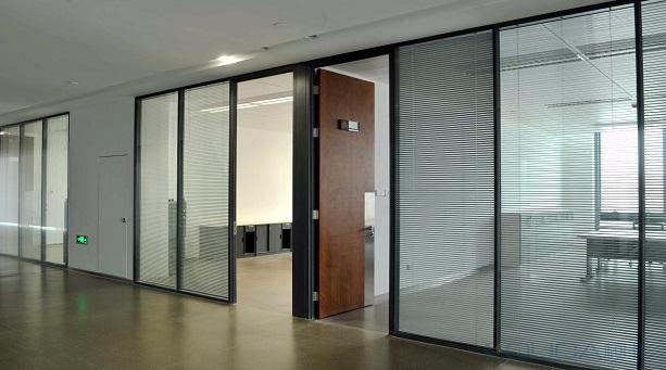 办公室高隔断怎么选?办公室高隔断材料