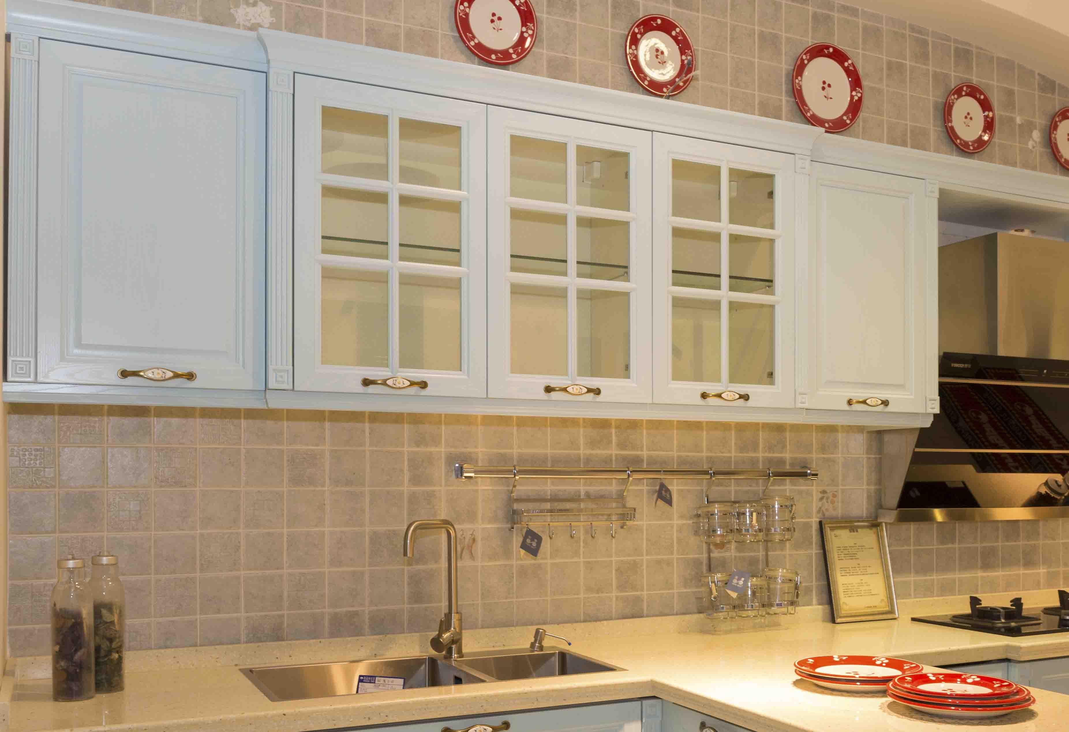 阳台吊柜尺寸_什么是吊柜?常见吊柜材料有哪些种类?_装修之家网