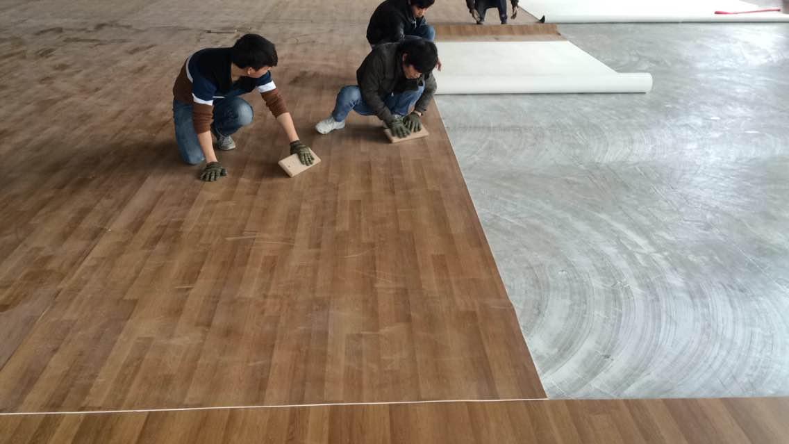 地板上的胶如何清理?地板胶如何选购?